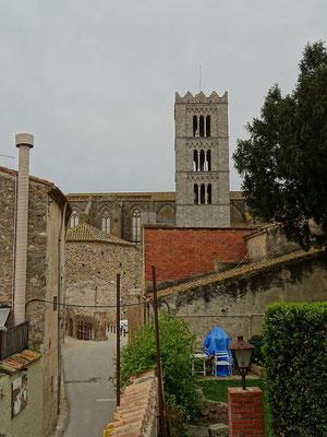 Blick vom Garten auf die Basilika Santa Maria