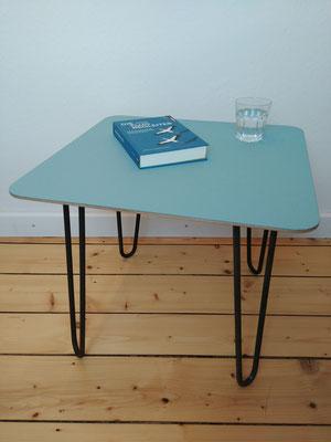 Kleiner Coachtisch 50x50 cm, Höhe 42 cm, Farbton aquavert