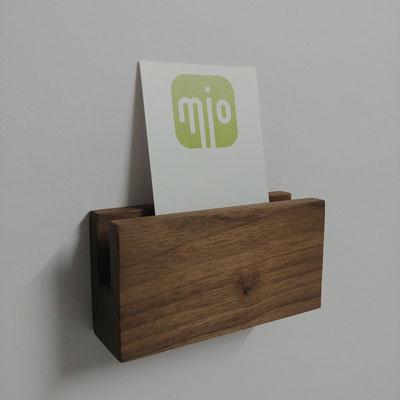 Visitenkartenhalter aus Nußbaum, Oberfläche hell und glatt geschliffen