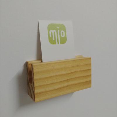 Visitenkartenhalter aus Fichte, Oberfläche hell und strukturiert