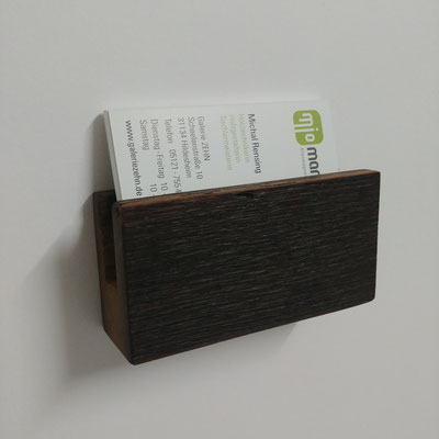 Visitenkartenhalter aus historischer Fachwerkeiche, Oberfläche dunkel strukturiert