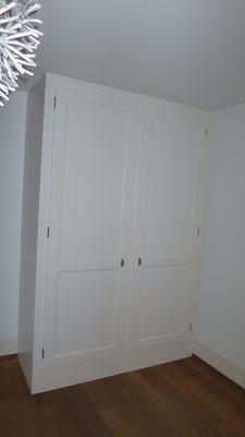 Einbauschrank mit Profiltüren gestrichen