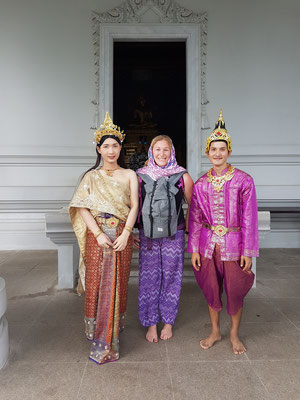 Traditionelles Fotoshooting beim Wat Kaew Tempel