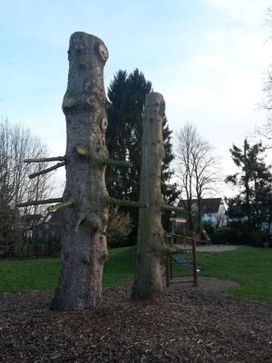 HoWeCa - ...also wurde überlegt, was die Bäume noch sein könnten.