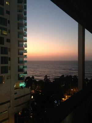 Die Aussicht von unserem Balkon an unserem allerersten Abend in Cartagena.