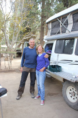 Martin und Naomi mit australischem Buschtaxi