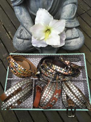 Ledergürtel mit Nieten, diverse Farben und Größen, 39€