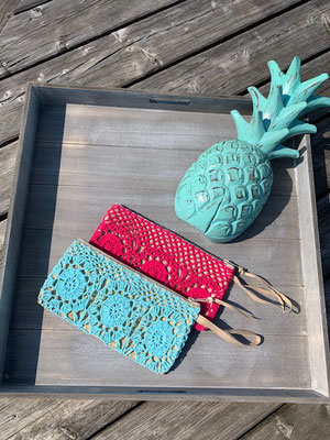 "Clutch ""Crochet"", pink, turquoise   24€"