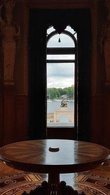 ... mit toller Aussicht über den See