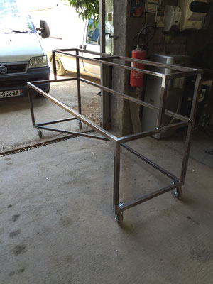 Structure pour bar mobile en metal