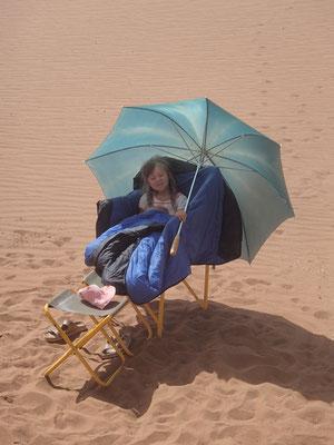 Strandausrüstung in den Dünen