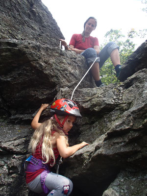 Sarah beim Klettern Donautal