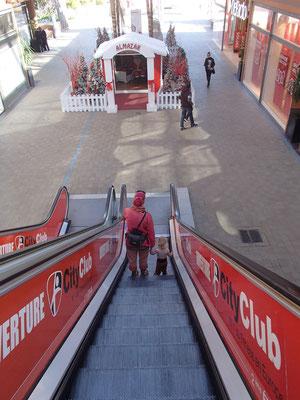 Sarahs 1. Rolltreppenfahrt, Carrefour, Marakesch