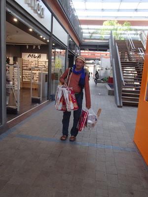 vollbepackt für die nächsten Monate, Carrefour,Marakesch