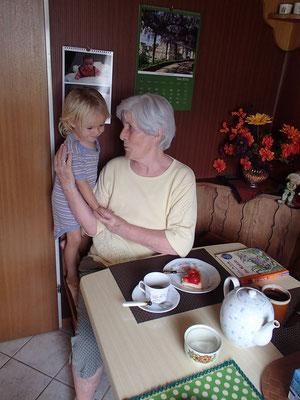 Oma mit Sarah