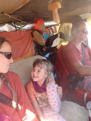 auf der Fahrt ohne Kindersitz