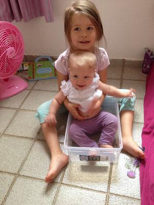 Jael & Simea geniessen einander...