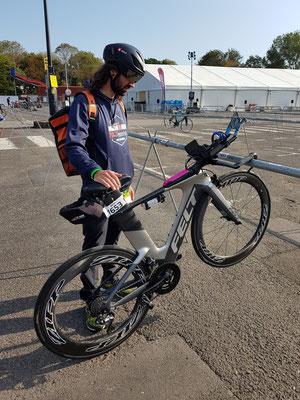 Bike Check-In noch bei schönem Sonnenschein