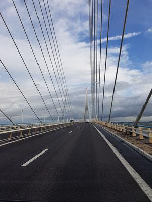 Weiter gehts entlang der Küste: Normandie Brücke