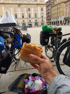 Lunch auf der Piazza