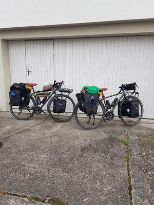 Unsere Kona-Bikes vollgepackt