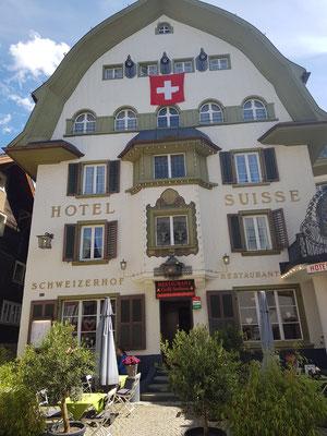Angekommen in Andermatt und übernachtet im Suisse Hotel