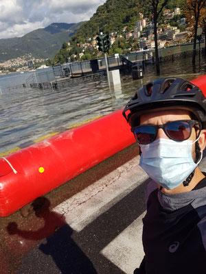 In Como das Grossaufgebot der Feuerwehr: Der See kam über die Ufer