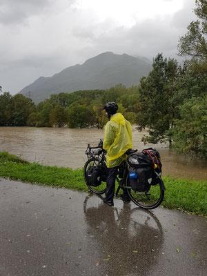 Überschwemmungen auf dem Weg nach Agno