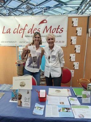 Nous avons rencontré Mme Ariez en septembre, lors d'un forum. Elle a eu la gentillesse de nous offrir et dédicacer un de ses ouvrages.