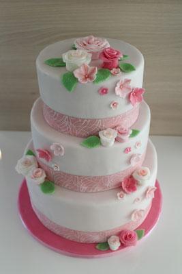 Hochzeitstorte mit Zuckerblumen
