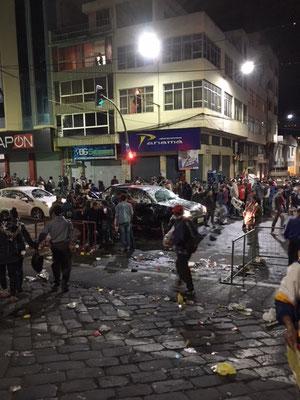 Schaumschlacht abends in Ambato