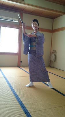 宮本節子さんによる日舞。凛とした素敵な舞でした。