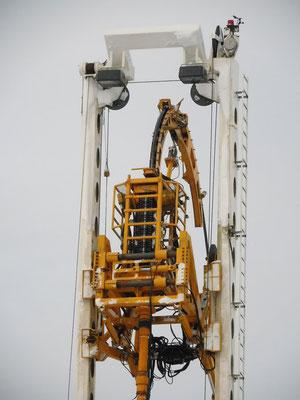 Sämtliche Werkzeuge werden an einem massiven Stahlkabel hinabgelassen