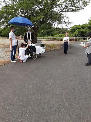 2020年6月26日(金)午前 望さんの洗礼式 こんな感じで進みました。実は、手前右側のグレーのシャツの方が主治医で、なんと、岡山県内の日本基督教団の教会員であったことがこの日わかりました! おそらく、この方が居られなかったら、この日の洗礼式は、ありえなかった、と夜気が付きました。