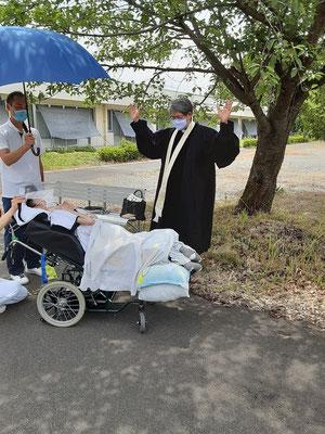2020年6月26日(金)午前 望さんの洗礼式の締めくくり 祝祷です。