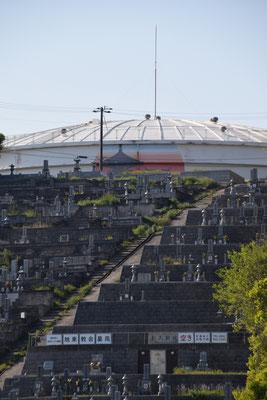 2020年4月30日(木)の午後 こちらに参りました。教会から車で7分の所にあります「旭東教会墓苑」です。全70区画程を様々な方々にお使い頂いております。坂道の右側が旭東教会のもの。左側は岡山市の管理です。ほとんどはクリスチャンでもない、旭東教会とは日頃の接点はない方々のお宅のお墓です。