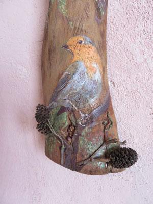 Françoise Trotabas - rouge gorge - écorce d'eucalyptus - peinture à l'huile - pommes de pins - branche