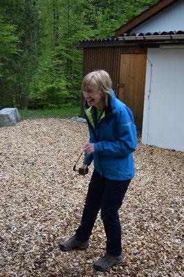 Frieda erklärt das Stein- (Blähton) Schleudern