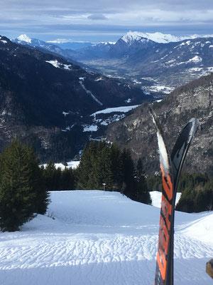 Skis prêts pour une belle descente !