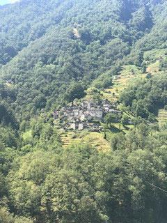 Die kleinste Gemeinde im Verzascatal: Corippo