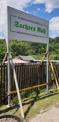 ... neues Schild mit Baustützen