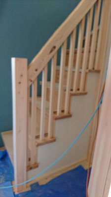 公募型木のまちづくり事業_改装内装階段手摺完成