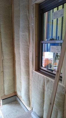 羊毛断熱材・バージンウール呼吸性防音断熱材施工写真