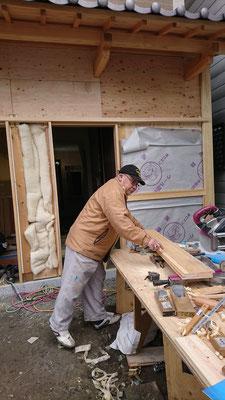 公募型木のまちづくり事業_新築:玄関鎧造作中