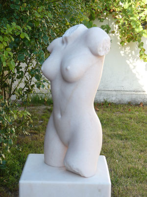 Torso, 2016, Marmor Estremoz Creme, 50 x 27 x 17 cm