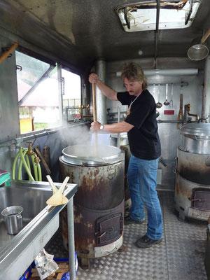 Arbeit im Küchenwagen