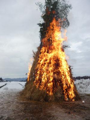 炎が勢いよく上がりました
