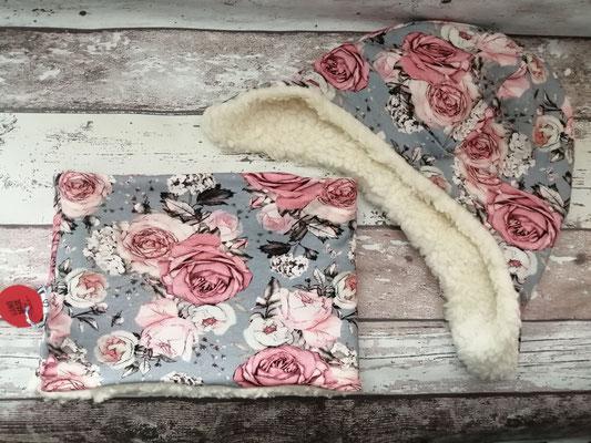 Loop Schal Wintermütze Mütze Set Rosen Blumen handgemacht Handarbeit handmade SaSch Selbstgefertigtes aus Schwaben