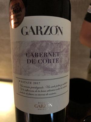 cabernet sauvignon aangevuld met verschillende rode cépages, gevarieerde fruitneus, strak en vegetaal
