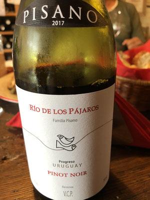 Zeer licht rood, transparant. Rode bessen, aardbeiconfituur. Zet fris fruitig @. // lekkere wijn met veel fruit en halflang A